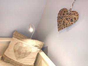 Villa Marigolf lampe chambre coeur 2 été 2019